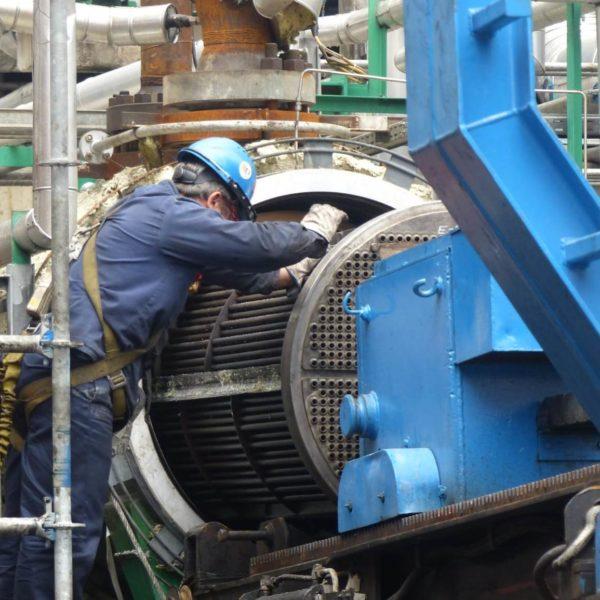 Manutenzione scambiatori di calore breech lock presso la raffineria ILBOC Cartagena Spagna